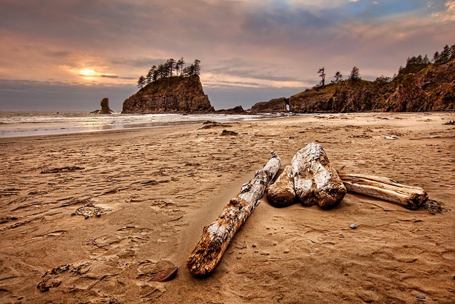 sunset on 2nd beach at la push in washington state usa